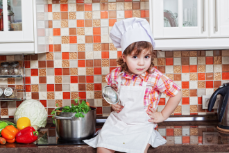 la-crisis-de-los-cuarenta-nina-cocina