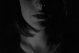 la-crisis-de-los-40-mujer-sombra